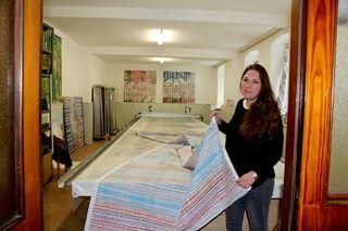 Besonders stolz ist Stephka Klaura auf den selbst konstruierten und gebauten 10 Meter langen Rapportdrucktisch mit Druckwagen.