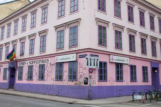 """Das Haus - die """"Villa"""" - kennt man einfach: Ab sofort hat auch das Restaurant im Erdgeschoß wieder offen."""