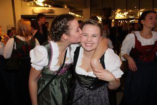 In Bussilaune: Janine Ritzer und Sophia Treffer (aus Kössen und Fieberbrunn)