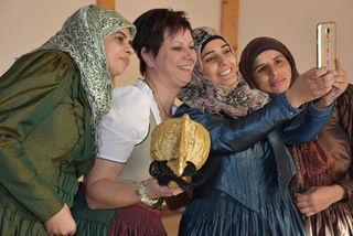 Besuch bei der Goldhauben-Gruppe Pabneukirchen - Alle vier Frauen in Tracht der Pabneukirchner-Goldhauben-Gruppe. Trachtengipfel