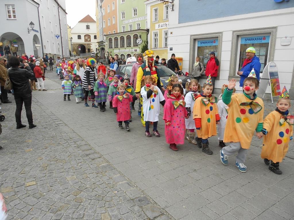 Faschingsumzug Von Kindergarten Und Schulen Scharding