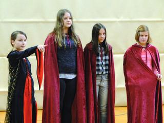 """Schülerinnen der NMS Pischelsdorf spielen Mozarts """"Zauberflöte"""""""