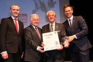 Hanns Bauer (2. v. r.) bei der Florian-Gala mit Josef Pühringer (2. v. l.), Othmar Nagl (l.) sowie Thomas Winkler (r.).