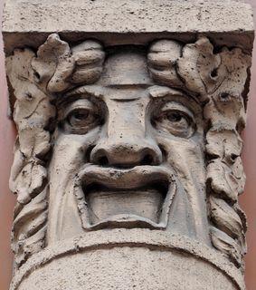 Diesen Fassaden-Kopf gibt es in der Innsbrucker Heiliggeist Straße 19 zu sehen.