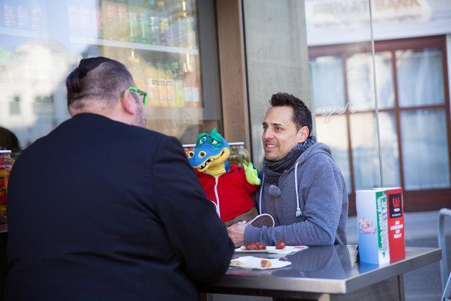 Entertainer Tricky Niki kam mit seiner Puppe Emil zum bz-Talk.
