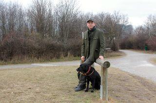 Alexander Faltejsek von der MA 49 mit seinem Hund Jonas am Wienerberg - dieses 123 ha große Erholungsgebiet wurde erst in den 1980ern geschaffen