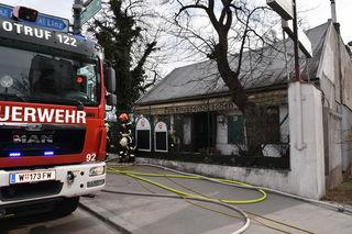 """Das ehemalige Gasthaus """"Zum Knusperhäuschen"""" stand in Flammen."""