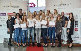 Finalistinnen und Jury: 26 Teilnehmerinnen kamen zum Casting – eine dieser zwölf Mädchen wird am 9. April die neue Miss Styria.