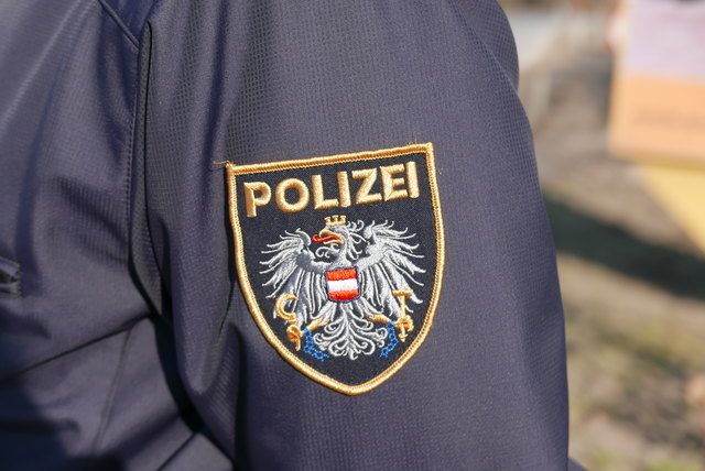 Die unbekannten Täter klauten auf der Autobahn diverses Baumaterial.