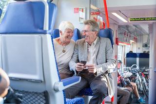 Ab 1. Juni kann bei eine Reise über Tirols Grenzen hinaus das Jahres Ticket SeniorIn des Verkehrsverbundes Tirol mit ÖBB-Einzeltickets kombiniert werden.