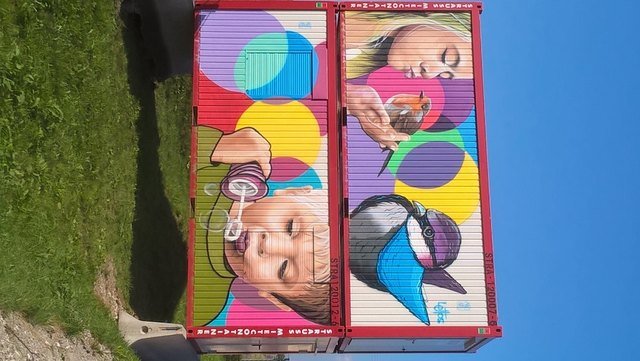 Container in verschiedenen Ausführungen und Größen  stehen bereit.