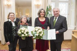 Preisverleihung: Bettina Vollath, Dorothee Bauer, Daniela Grabe, LH Hermann Schützenhöfer