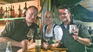 Zum Wohl: Michael und Michaela Lorenz mit Gernot Pachernigg