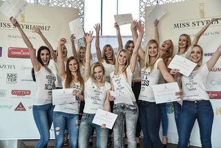 Diese zwölf Kandidatinnen aus der ganzen Steiermark freuen sich über ihre Teilnahme am Miss Styria Finale am 9. April im Aiola im Schloss.