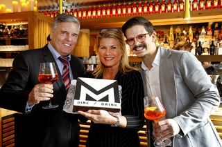 Führungstrio: Günter, Beata Ganster und Mateo Krispl mit MM-Torte