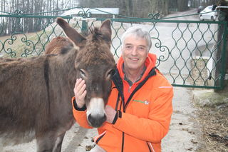 Animal-Spirit-Obmann Franz-Joseph Plank mit Eselin Amelie.