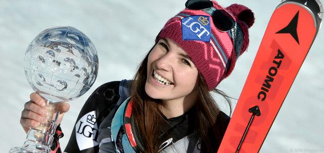 ABD0086_20170316 - ASPEN - USA: Super G-Gesamtweltcupsiegerin Tina Weirather (LIE) am Donnerstag, 16. MŠrz 2017, anl. der SiegerprŠsentation im Rahmen des Ski-Weltcup Finales in Aspen. (KEYSTONE/APA/HANS KLAUS TECHT)