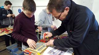 Auf die Technik kommt es an: Die Schüler der Polytechnischen Schule Pischelsdorf bei der praktischen Arbeit.