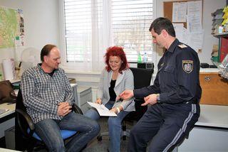 Günter Pölzl, Ulrike Wakonig und Kurt Dobida von der Polizeiinspektion Gratwein bitten um Mithilfe, um Einbrecher hinter Gitter zu bringen.