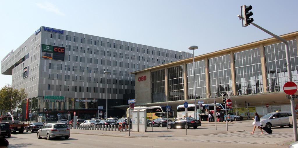 Am Westbahnhof halten nur mehr Regionalzüge. Studenten wollen aus dem Bahnhof nun einen städtischen Treffpunkt machen.