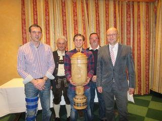 Christian Eckhart, Klaus Hirschmugl, Vereinsmeister Mike Radlingmayr, Klaus Kerbl und Bgm. Rudi Mayr (von links)