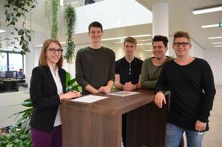 Silvia Reitter (LKW Walter) mit den Schülern Matthias, Florian, Julius und Paul