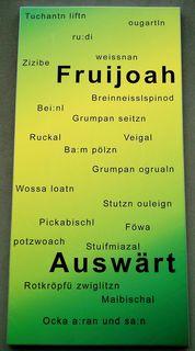 Ein Sprachschatz-Plakat beim Haus der Volkskultur in der burgenländischen Gemeinde Oberschützen.