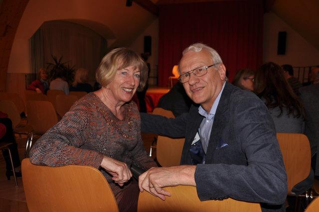 Renate Reismüller und Erwin Lott ließen sich den Auftritt von Jung-Kabarettistin Guggi Hofbauer nicht entgehen.