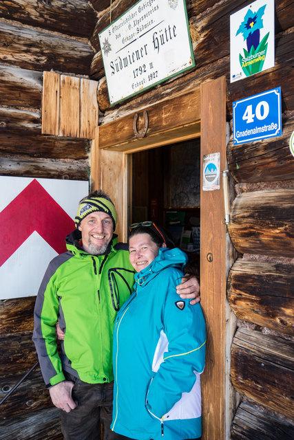 Haben das Bier schon eingekühlt: Robert und Tanja Scharler, die neuen Pächter der Südwiener Hütte in Obertauern.