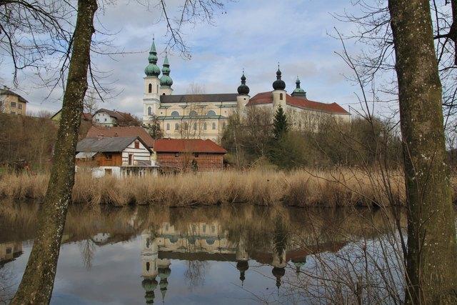 Wallfahrtsbasilika Maria Puchheim mit Georgskirche, Redemptoristenkloster und Schloss Puchheim