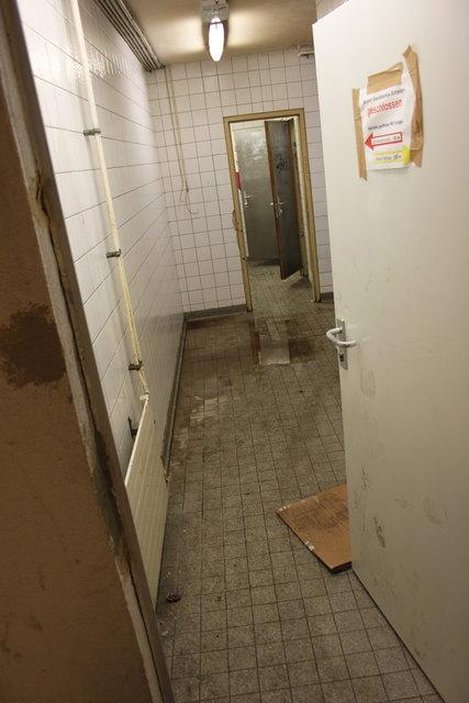 Die Toilette in der Unterführung wurde aufgebrochen und nicht mehr gereinigt. Nun soll sie saniert werden.