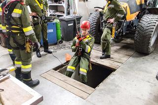 Das professionelle Abseilen und Rettungseinsätze in Schächten zählten zum Übungsplan.