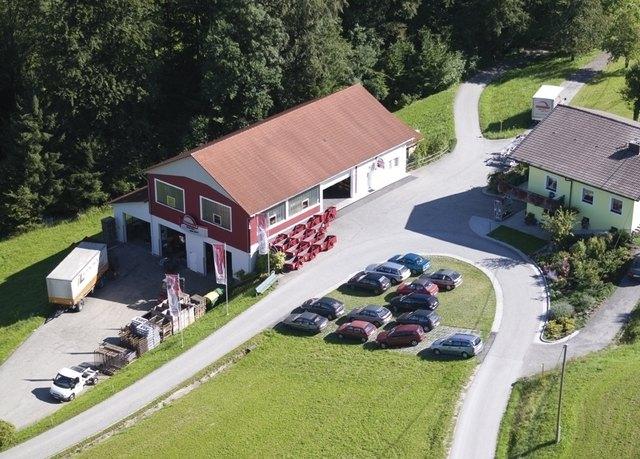Im Jahr 1982 wurde die Firma Rosensteiner quasi in der Garage gegründet. Mittlerweile sind 20 Mitarbeiter beschäftigt.
