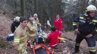 Die Einsatzkräfte waren in Scheibbs schwer im Einsatz, um einen Forstarbeiter aus seiner misslichen Lage befreien zu können.