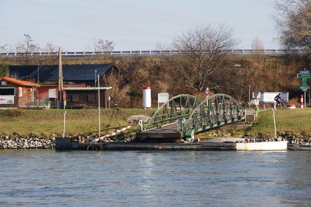 In wenigen Tagen lägt hier wieder die Rollfähre an und pendelt zwischen Korneuburg und Klosterneuburg.