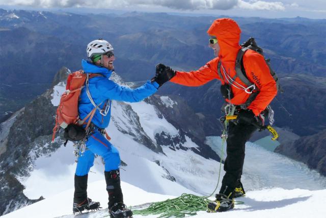 Gleich zu Beginn ihres Aufenthaltes nutzten die Alpinisten ein eintägiges Wetterfenster für die Besteigung der Aguja Guillaumet (2580m) bei gut 150 km/h Windstärke.