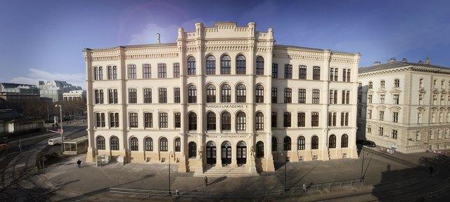 Das Schulgebäude in der Akademiestraße 12