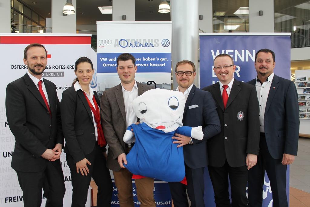 Geirhofer, Omersoftic, beide RK, die Unternehmer Ortner und Lamm mit 'ROKO', RK-Bezirksstellenleiter Kreisl und Stv. Froschauer.