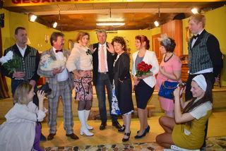 """Die Ollersdorfer Theatergruppe feiert mit ihrer Komödie """"Der süßeste Wahnsinn"""" am Samstag, dem 25. März, Premiere."""