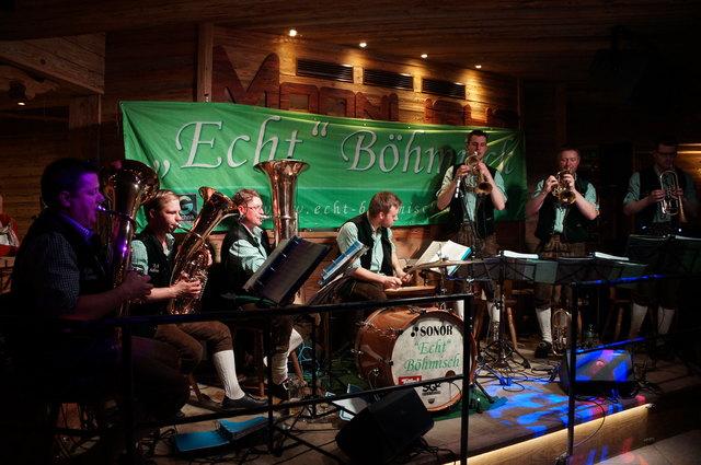 """""""Echt Böhmisch"""" präsentierten ihre zweite CD """"Fahrt ins Glück"""" in der Moonlight Bar in Söll."""