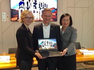 """""""Helle Köpfe – geschickte Hände"""" Plattform: Alexandra Pichler-Jessenko, Hermann Talowski und Elisabeth Meixner bei der Präsentation (v. l.)."""