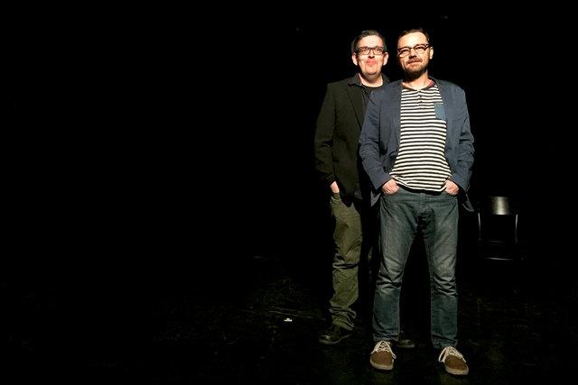 """Schwarzes Kabarett vom Feinsten: Franz Stanzl (links) und Martin Strecha-Derkics (rechts) sind die """"Gebrüder Moped""""."""