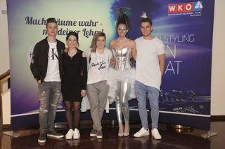 Patricia Kleinlercher (l.) und Sophie Kleinlercher mit ihren Modellen.