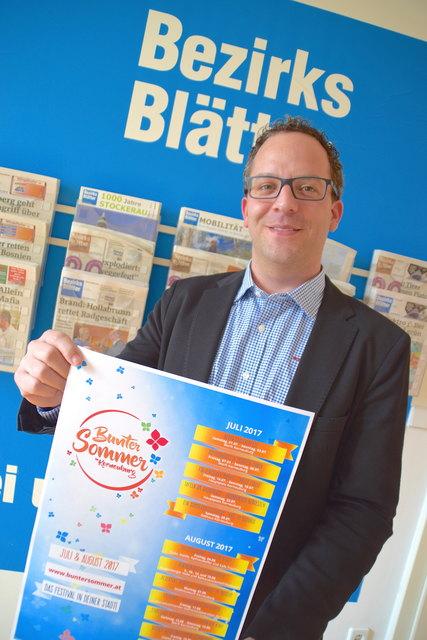"Christian Fetz stellt den Bezirksblätter-Lesern das Programm vom ""Bunten Sommer Korneuburg"" vor."