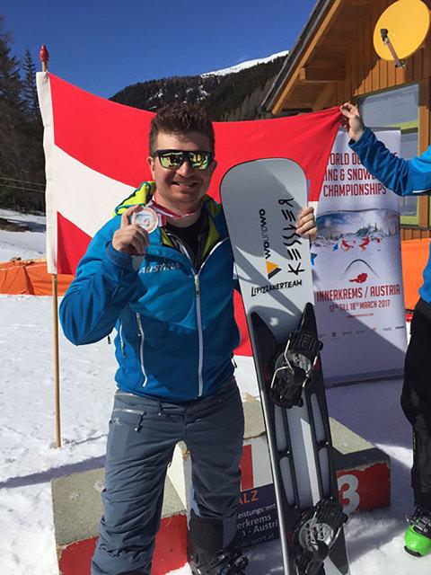 Raphael Petr mit der WM-Medaille in der Innerkrems.