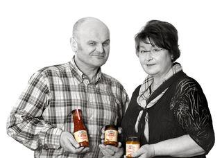 Susanne und Andreas Schafner bieten unter der Marke Honigschaf mit Honig gesüßte BBQ Saucen, Chutneys, Ketchup, Senf, Liköre, Schnaps und veredelte Honige, die frei von künstlichen Aromen, Farbstoffen und Geschmacksverstärkern sind.