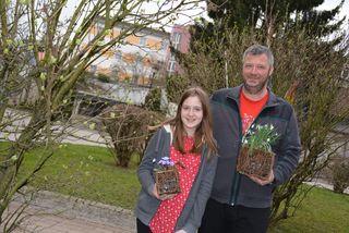 Imker-Obmann Alfred Köstler und seine Tochter Lena. Auch Stadtbewohner können viel für den Erhalt der Bienen tun.