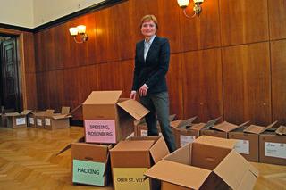 Bezirksvorsteherin Silke Kobald bei der Auszählung im Festsaal des Amtshauses Hietzing.
