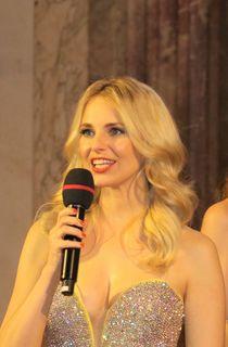 Moderatorin Silvia Schneider am Dancer Against Cancer - 11. Frühlingsball in der Wiener Hofburg, Charity- Ball