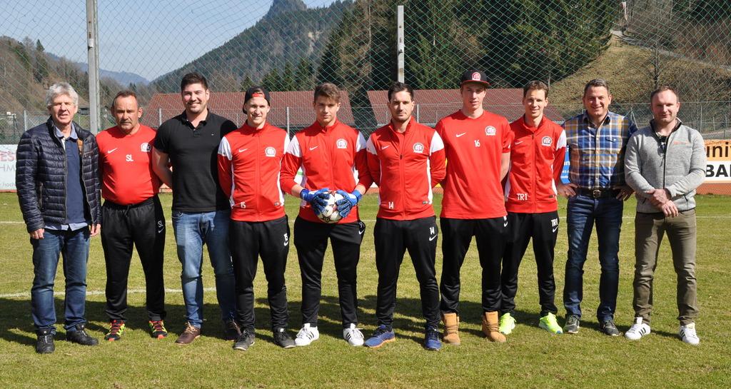 hot sale online 000ba 4a700 Fußball im Pinzgau: Neues Trainings-Outfit für den SK ...